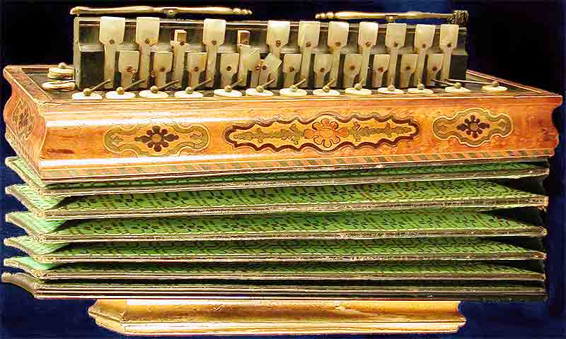 Early Musical Instruments, antique Flutina